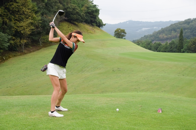 初対面のメンバーとゴルフをして腰痛